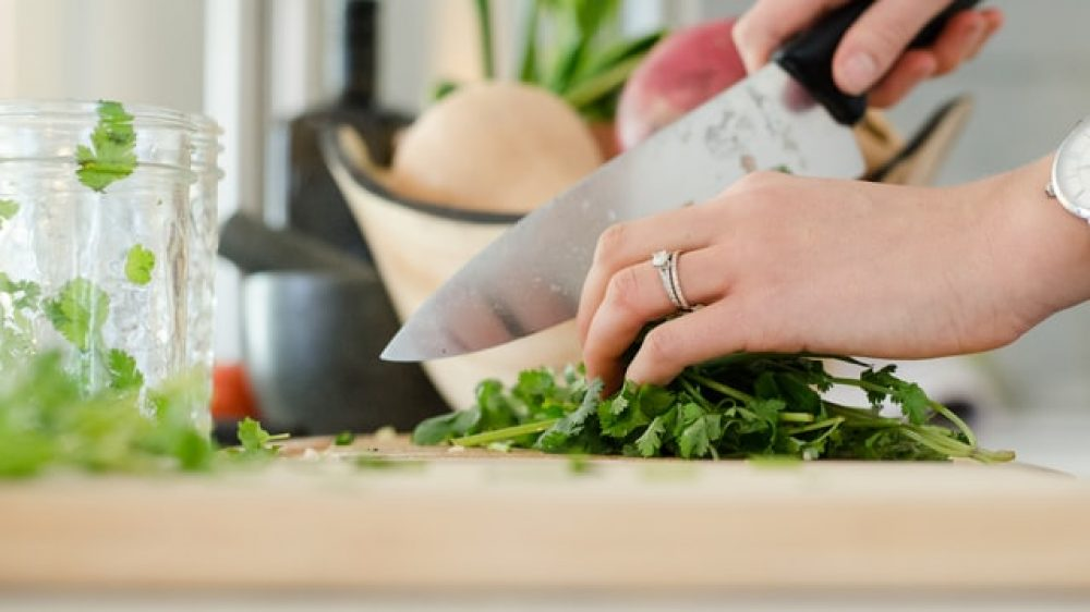 Healthy Kitchens, Healthy Lives: Teaching People to Cook and Eat Well for Life